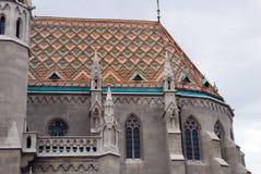 Matthias-Kirche mit seinem Mosaikdach Lizenzfreie Stockfotografie