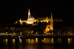 Matthias kościół i rybaka bastion przy nocą w Budapest Zdjęcie Royalty Free