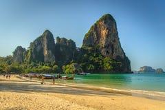 Mattina alla spiaggia tropicale Fotografia Stock Libera da Diritti