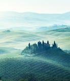 Mattina in anticipo della molla in Toscana, l'Italia fotografie stock libere da diritti