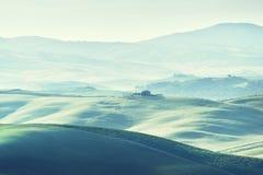 Mattina in anticipo della molla in Toscana, l'Italia immagini stock libere da diritti