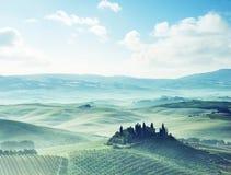 Mattina in anticipo della molla in Toscana, l'Italia fotografie stock