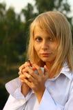mattina bevente della ragazza del caffè Fotografie Stock