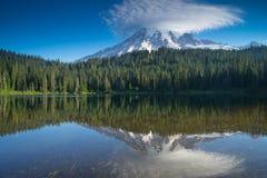 Mattina del lago reflection fotografia stock libera da diritti