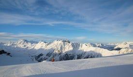 Mattina delle alpi nell'inverno di Ischgl - alpi della montagna Fotografie Stock Libere da Diritti