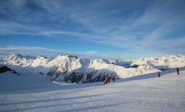 Mattina delle alpi nell'inverno di Ischgl - alpi della montagna Immagini Stock