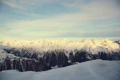 Mattina delle alpi nell'inverno di Ischgl - alpi della montagna, Austria Fotografia Stock Libera da Diritti