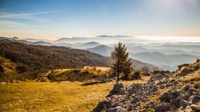 Mattina di autunno su un supporto delle alpi italiane Fotografia Stock