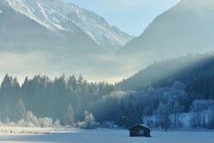 Mattina di inverno in alpi Fotografia Stock