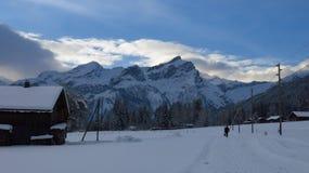 Mattina di inverno in Feutersoey, villaggio vicino a Gstaad Fotografia Stock