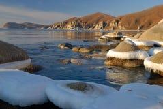 Mattina di inverno sul litorale di ocean-4 Fotografia Stock