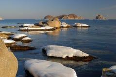 Mattina di inverno sul litorale di ocean-5 Fotografia Stock