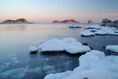 Mattina di inverno sul litorale di ocean-6 Immagini Stock Libere da Diritti