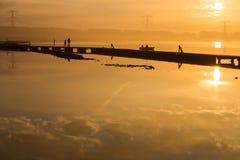 Mattina dorata sopra il lago Autunno in Europa Immagine Stock Libera da Diritti