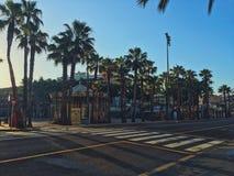 Mattina e vie sole di Barcellona fotografie stock