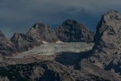 Mattina fantastica sul lago Gosausee della montagna fotografie stock libere da diritti