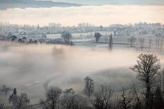 Mattina fredda di inverno con nebbia in Sursee in Svizzera centrale Fotografia Stock Libera da Diritti