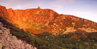 Mattina in montagne giganti (panorama) Fotografie Stock Libere da Diritti
