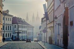 Mattina nebbiosa in anticipo a Praga immagine stock libera da diritti