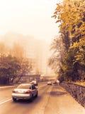 Mattina nebbiosa in città fotografia stock libera da diritti