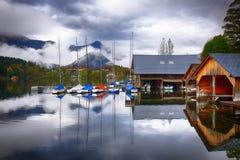 Mattina nebbiosa sulle alpi Austria Europa di Grundlsee del lago Fotografia Stock Libera da Diritti
