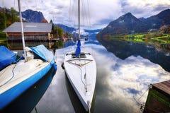 Mattina nebbiosa sulle alpi Austria Europa di Grundlsee del lago Immagini Stock