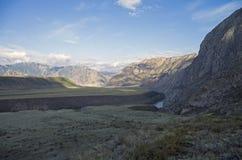 Mattina nella valle del fiume di Katun Montagne di Altai, Russia Immagini Stock Libere da Diritti