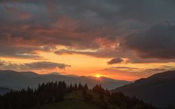 Mattina nelle montagne L'inizio di nuovo giorno nelle montagne Immagine Stock Libera da Diritti