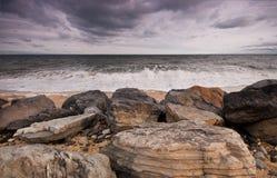 Mattina nuvolosa alla spiaggia Immagine Stock