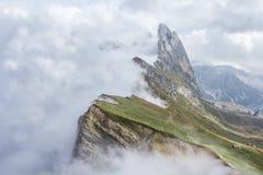 Mattina nuvolosa sulla cima della montagna di Seceda Fotografia Stock