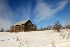 Mattina piena di sole di inverno in un campo Fotografie Stock Libere da Diritti