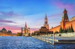 Mattina rosa sul quadrato rosso a Mosca fotografie stock