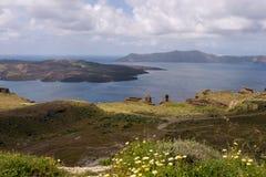 Mattina soleggiata di estate sull'isola di Santorini, Grecia fotografia stock libera da diritti