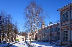 Mattina soleggiata gelida in Alexander Nevsky Monastery fotografie stock libere da diritti