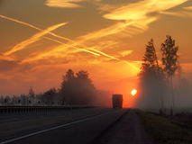 Mattina, strada principale, nebbia Immagine Stock