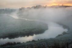Mattina un'alba pittoresca di autunno Autumn River Fotografia Stock