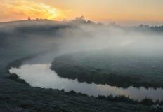 Mattina un'alba pittoresca di autunno Autumn River Fotografie Stock Libere da Diritti