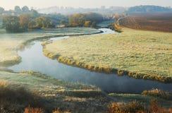 Mattina un'alba pittoresca di autunno Autumn River Immagine Stock Libera da Diritti