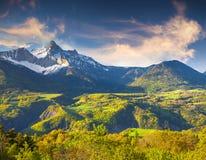 Mattina variopinta di estate in alpi francesi Fotografie Stock Libere da Diritti
