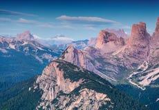 Mattina variopinta di estate in alpi italiane, dolomia, Europa Immagine Stock