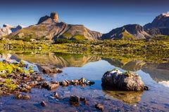 Mattina variopinta di estate nelle alpi dell'Italia, Tre Cime Di Lavaredo, Dol Fotografia Stock