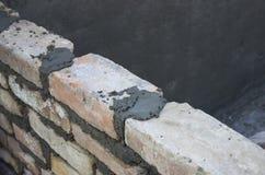 Mattone che si situa, lavoro di muratura che sparge un giunto 2 del letto Immagini Stock Libere da Diritti