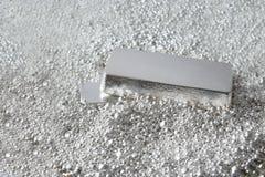 Mattone d'argento nei pezzi di argento immagine stock