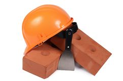 Mattone della costruzione con un casco Immagine Stock Libera da Diritti