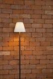 Mattone della lampada contro la parete Fotografia Stock
