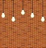 Mattone della parete con la decorazione d'attaccatura delle lampadine Fotografie Stock