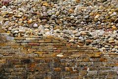 Mattone e parete di pietra I Immagini Stock