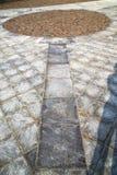 mattone in pavimentazione del ll della via di sempione del casorate di una chiesa e di marzo Immagini Stock Libere da Diritti