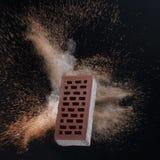 Mattone rosso mattone rosso su fondo nero Mattone rosso con la sabbia Mattone rosso che bulding Vecchio mattone rosso isolato su  Fotografie Stock