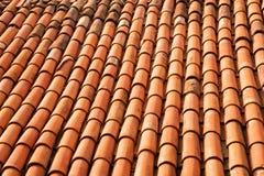Mattonelle arancioni sul tetto immagine stock libera da diritti